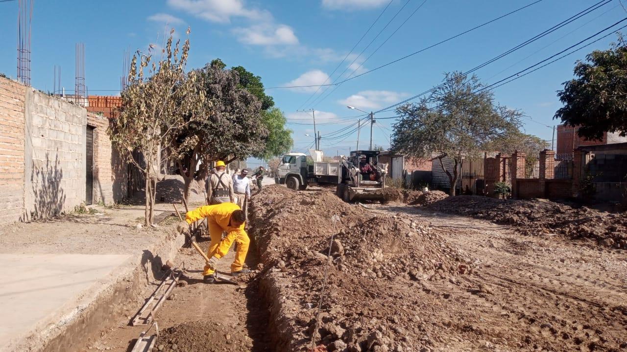 Municpalidad de Salta: Con mano de obra vecinal construyen cordones cuneta